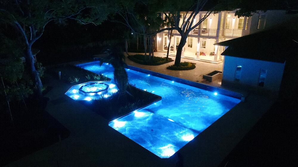 Pool with lighting effects by Reef Tropical